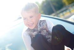Sonrisa feliz del niño imagenes de archivo