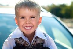 Sonrisa feliz del niño foto de archivo