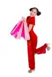 Sonrisa feliz y compras de la muchacha hermosa de Asia Imagen de archivo