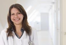 Sonrisa femenina del doctor Fotos de archivo libres de regalías
