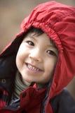 Sonrisa grande de un niño pequeño. Foto de archivo
