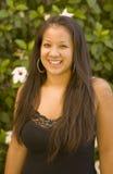 Sonrisa hawaiana hermosa de la muchacha imágenes de archivo libres de regalías