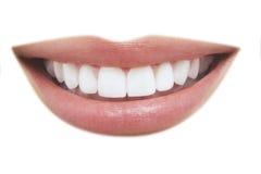 Sonrisa hermosa con los dientes sanos Fotos de archivo