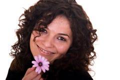 Sonrisa hermosa con una flor fotografía de archivo libre de regalías