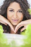 Sonrisa hermosa de la mujer del concepto natural de la salud Imagen de archivo