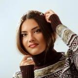 Sonrisa hermosa de la Navidad adolescente de la muchacha Foto de archivo libre de regalías