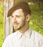 Sonrisa hermosa del hombre joven del retrato imágenes de archivo libres de regalías