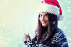 Sonrisa hermosa joven de la mujer de la Navidad Imágenes de archivo libres de regalías