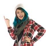 Sonrisa hermosa y muchacha sorprendente que señalan hacia arriba Imagen de archivo libre de regalías