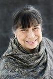 Sonrisa hispánica de la matriarca Fotos de archivo