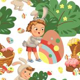Sonrisa inconsútil del muchacho del modelo que caza el huevo de chocolate decorativo debajo de cepillo en traje del conejito de p Imagenes de archivo