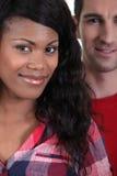 Sonrisa interracial de los pares Fotografía de archivo