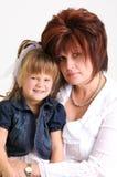 Sonrisa joven de la hija y de la madre Imagen de archivo libre de regalías