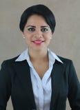 Sonrisa joven de la mujer de negocios Fotos de archivo libres de regalías