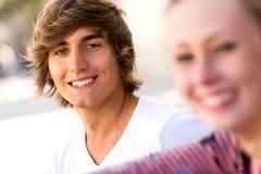 Sonrisa joven de los pares Fotografía de archivo