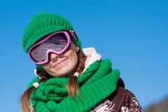 Sonrisa joven del esquiador imagen de archivo
