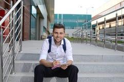 Sonrisa joven del estudiante masculino Fotografía de archivo libre de regalías
