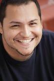 Sonrisa joven del hombre del Latino Imagenes de archivo