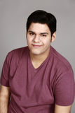 Sonrisa joven del hombre del Latino Foto de archivo