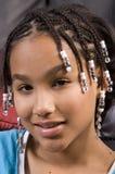 Sonrisa joven linda de la muchacha del afroamericano Imagen de archivo