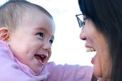 Sonrisa linda del bebé foto de archivo libre de regalías