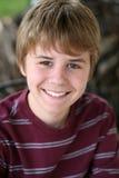 Sonrisa linda del muchacho del preadolescente Imágenes de archivo libres de regalías