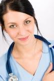 Sonrisa médica joven de la enfermera del doctor de la mujer Imágenes de archivo libres de regalías