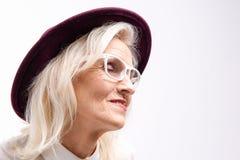 Sonrisa madurada alegre de la persona femenina Foto de archivo libre de regalías