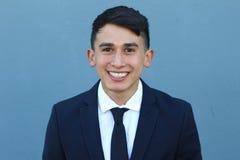 Sonrisa masculina joven en traje lleno Foto de archivo