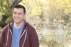 Sonrisa masculina multirracial con el espacio de la copia Fotos de archivo libres de regalías