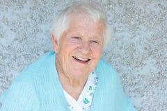 Sonrisa mayor feliz de la señora Imagenes de archivo