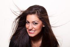 Sonrisa? Presentación confidente joven de la mujer Imagenes de archivo