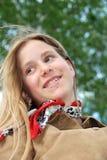 Sonrisa rubia de la muchacha foto de archivo