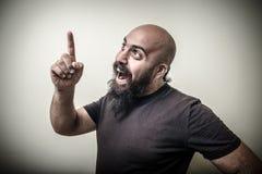 Sonrisa señalando al hombre barbudo Fotos de archivo