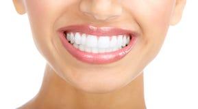 Sonrisa y dientes de la mujer foto de archivo libre de regalías