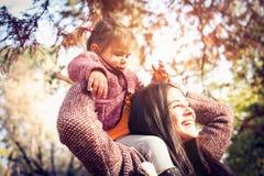 Sonrisa y feliz fotografía de archivo
