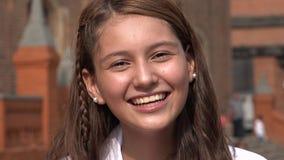 Sonrisa y muchacha adolescente emocionada Imagen de archivo