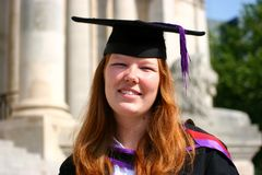 Sonrisas de la graduación Imágenes de archivo libres de regalías