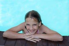Sonrisas de la piscina Imágenes de archivo libres de regalías