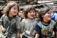 Sonrisas en la montaña fotografía de archivo
