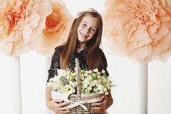 Sonrisas jovenes de la niña Fotos de archivo libres de regalías
