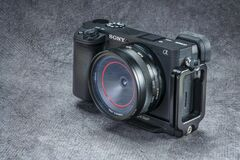 Free Sony A6400 Mirrorless Camera With Thingyfy Turret Pinhole Lens Royalty Free Stock Photography - 198594747
