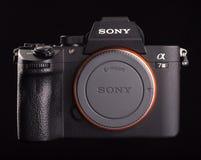 Sony Alpha a7 III - chambre noire numérique mirrorless de photo images stock