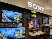 Sony logo i TV pokazu Best Buy inside sklep Obraz Royalty Free