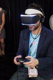 Sony VR hörlurar med mikrofonMorpheus system Arkivbilder
