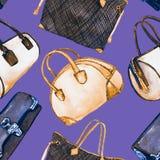 Soorten handtassendame: de koppeling, het vat, de totalisator en het kegelen doen, naadloos patroon op zachte purpere violette ac stock illustratie