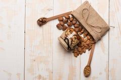 Soorten noten en bijenstuifmeel Stock Foto
