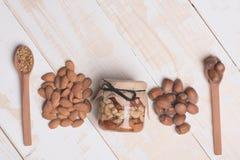 Soorten noten en bijenstuifmeel Stock Afbeelding