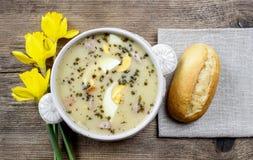 A sopa ácida do centeio feita da farinha e da carne acidificadas de centeio imagem de stock royalty free