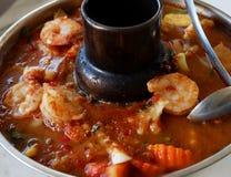 Sopa amarga hecha de la goma del tamarindo con el camarón Fotos de archivo libres de regalías